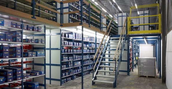 mezzanine-floor-stairs-shelving-multisystem-safety-gate